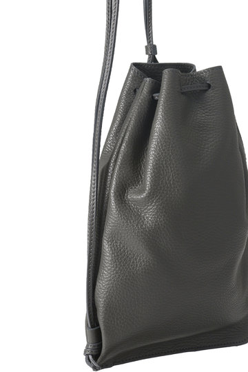 プレインピープル/PLAIN PEOPLEの【TIDIDAY+AUGUST】レザー巾着(ブラック/A1598PBG617)