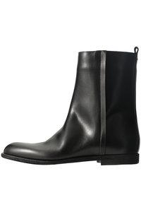 <ELLE SHOP> Maison Margiela メゾン マルジェラ メンズ(MENS)アンクルブーツ ブラック画像